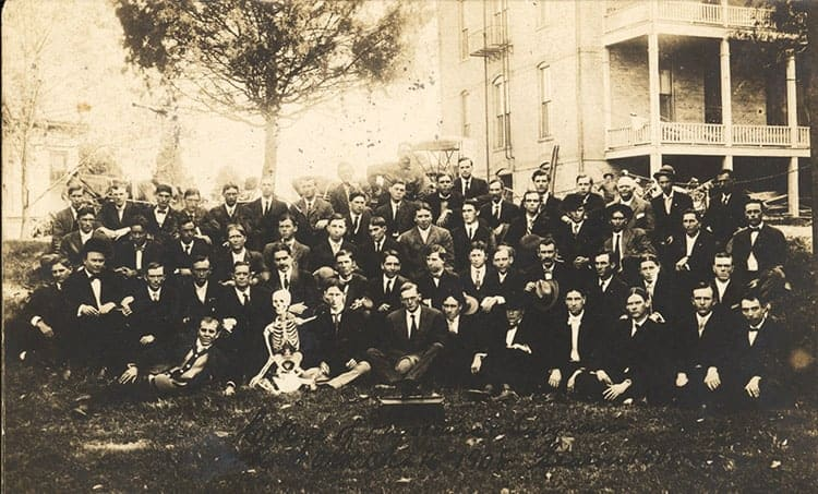 Group picture of Medical Department students, 1908