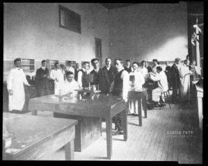 Physiology lab, 1916