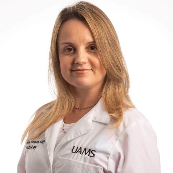 Dr. Camila Simoes